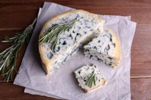 Сыр с голубой плесенью польза или вред