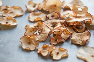 Сушеные яблоки польза и вред для организма