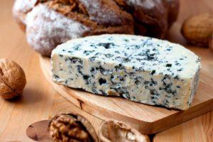 Сыр с плесенью дор блю польза и вред