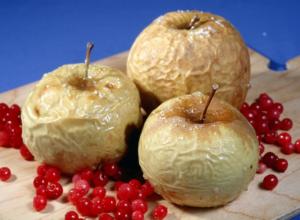 Печеное яблоко в духовке польза и вред