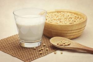 Соевое молоко польза и вред при климаксе