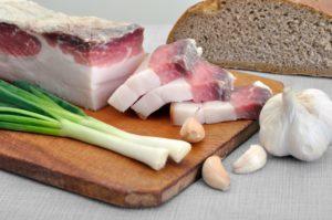 Сало соленое с чесноком польза и вред
