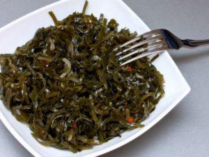 Салат из морской капусты польза и вред лечебные свойства