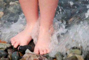Ноги в холодной воде польза и вред