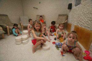 Солевые пещеры польза и вред для детей комаровский
