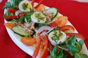 Салат из помидор и огурцов вред и польза