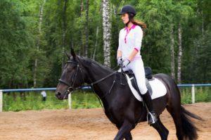 Верховая езда для девочек польза и вред