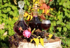 Вред и польза вина из черноплодной рябины
