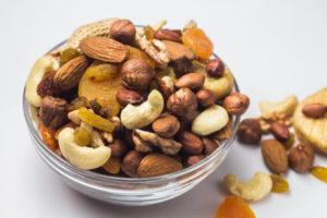 Смесь орехов и сухофруктов польза и вред