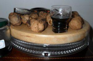 Самогон на грецких орехах польза и вред