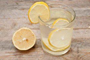 Стакан воды с лимоном натощак польза и вред