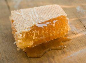Мед в сотах польза и вред для женщин