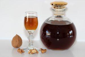 Настойка на грецких орехах на самогоне польза и вред